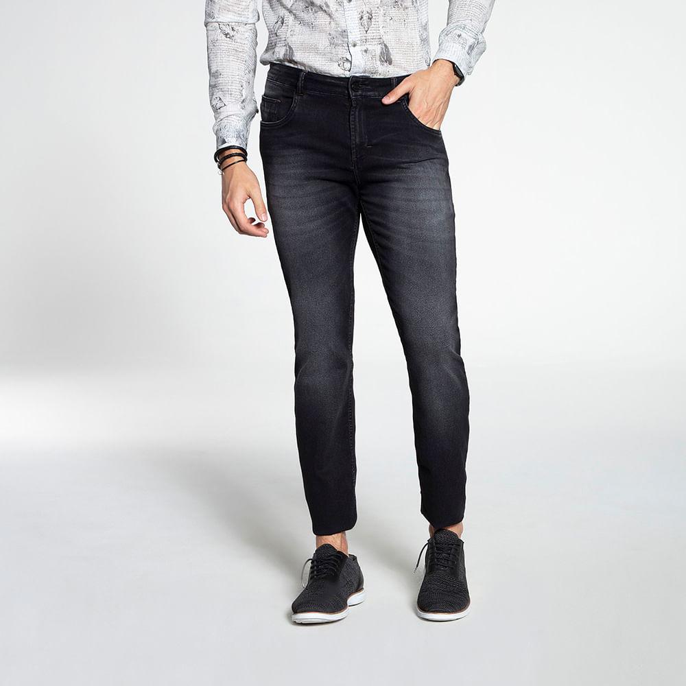 Still_Modelo_look08_601820575_jeans_pret_7932